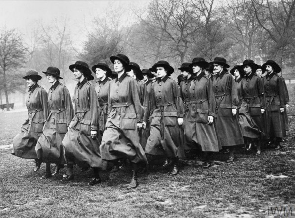 THE WOMEN'S ARMY AUXILIARY CORPS ON THE HOME FRONT, 1917-1918 (Q 54089) Members of the WAAC drilling in Hyde Park. Copyright: © IWM. Original Source: http://www.iwm.org.uk/collections/item/object/205287234