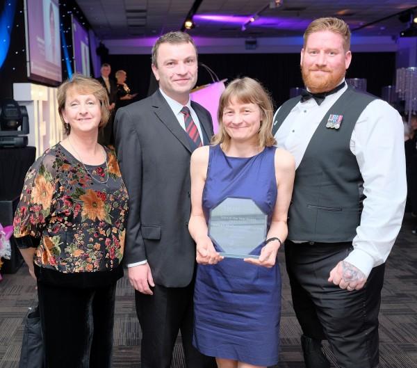 DMWS Team with award